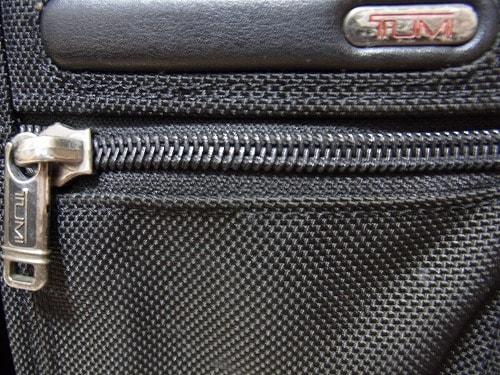 TUMI(トゥミ)のビジネスバッグのポケット部分