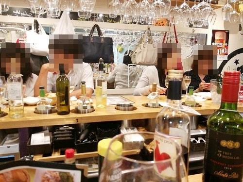 ワイン飲み放題のローマ軒の内観・カウンター席