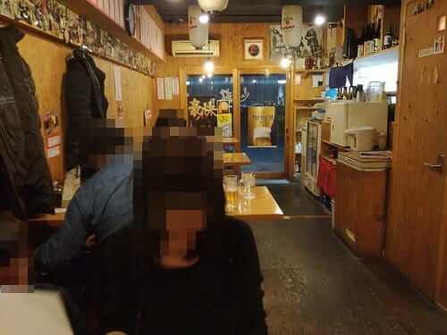 京都・堀川五条の居酒屋「魚魚丸(ぎょぎょ丸)」の内観