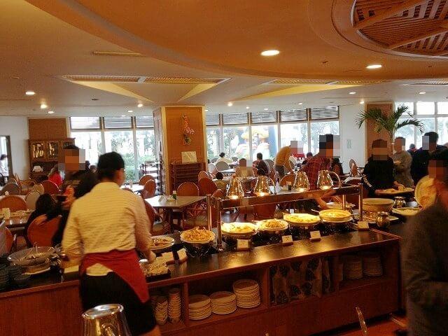 リザンシーパークホテル谷茶ベイの朝食風景