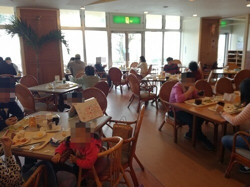 リザンシーパークホテル谷茶ベイの朝食会場