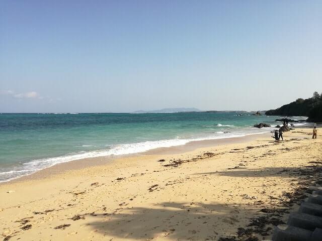 沖縄リザンシーパークホテル谷茶ベイ前の海岸