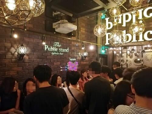 満員のパブリックスタンド阪急東通り店