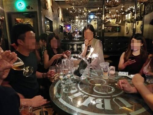 パブリックスタンドでシャンパンを飲む!