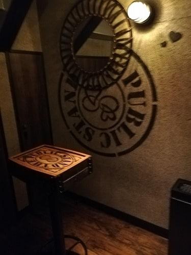 パブリックスタンドの喫煙室内